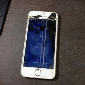 【iPhone5S修理】「重度ガラス割れ」奈良県生駒郡三郷町Yさま