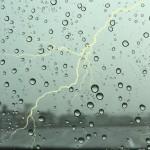 【雷が鳴ったら】慌てずに行うパソコン故障対策3つの方法(ゲリラ豪雨編)